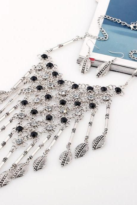 European Fashion Mesh Diamond Tassel Exaggerated Retro Leaves Necklace