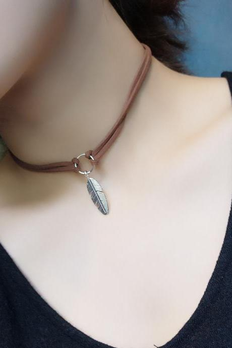 Alloy Retro Unique Feather Clavicle Necklace
