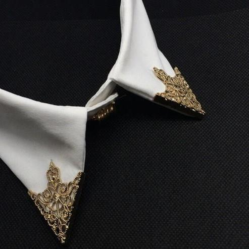 Hollow pattern angle collar Brooch